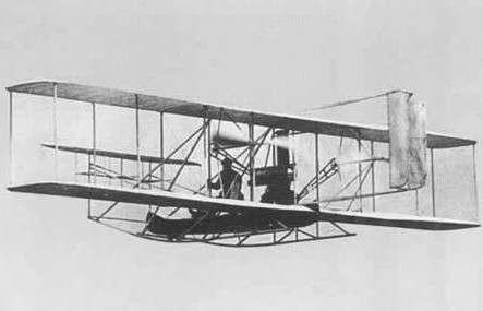 (图:莱特兄弟的第一架飞机)